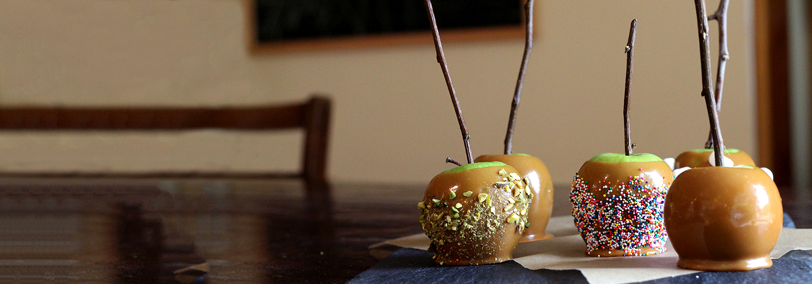 Recipes Desserts Banner Caramel Apples 1600X560Px